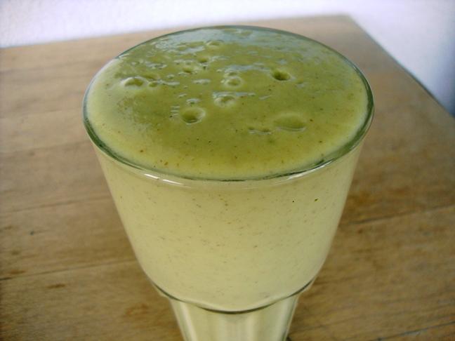 avo-pineapple glow shake